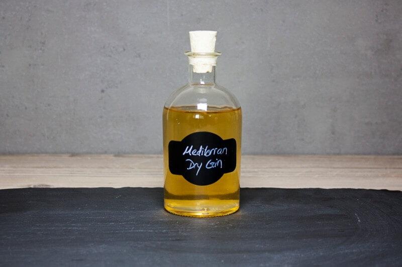 eigener gin in flaschen