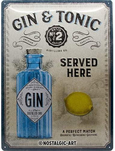Gin Tonic Flasche und Zitrone auf Blechschild für den Beachclub oder die Küche